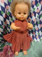 jolie  bella 38cm,toute habillée d origine des années 60-70 yeux dormeurs clairs