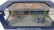 """MOMENTS IN TIME"" Garage Scene  DIORAMA PUT YOUR OWN CAR INSIDE 1/43 MOTORMAX"