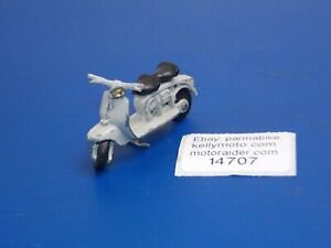 "1960's VINTAGE LAMBRETTA BRITAINS LTD 125 175 METAL DIE CAST SCOOTER L=2.25"""