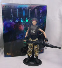 2006 Hot Toys Aliens Marines MMS 05 Vasquez Loose w/Box Complete - See Details