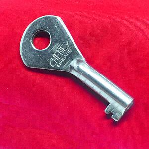 VTG SINGER SIMANCO Key Sewing Machine Case Buckle Lock 99 99k 201 201k