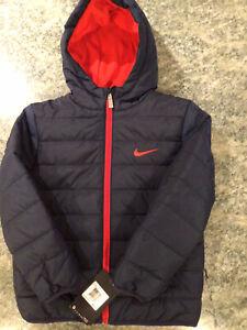 NIKE Puffer Hooded Jacket Coat BOYS Sz 7 NWT OBSIDIAN (NAVY)/ UNIVERSITY RED NWT