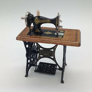Dolls House Miniature Mechanical Vintage Bodo Hennig Sewing Machine (LP127R)