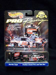 Hot Wheels Pro Racing 1998 Gumout Derrick Cope Pit Crew.