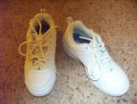 K-Swiss Women's Vendy Tennis Shoe, White/Silver, 5.5 M US NWOB
