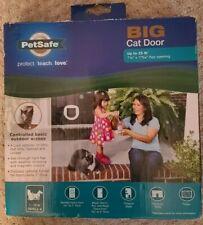 "PetSafe BIG Cat Door PPA00-11326 Small Up to 25#, 7 1/8"" X 7 3/4"" 4 Lock Options"