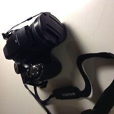 Fuju Finepix S4200 Digital Camera 14 MP 24x Optical Zoom