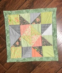"""Table Runner 18""""x18""""New Handmade quilted Star patchwork Spring Summer Floral USA"""