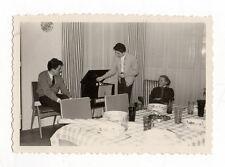 PHOTO - Groupe Salon Musique Tourne Disque Table - Vers 1960 - Snapshot