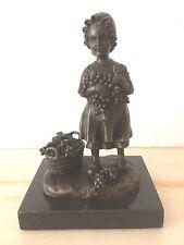 """Statuette en bronze ancien - """"La vendeuse de raisins"""" - signée Joseph d'Asté"""