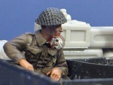 Resicast 1/35 British Soldier seated in Carrier (right elbow on the side) 355615