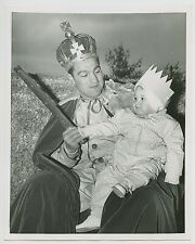 1954 ROCKY MARCIANO Vintage Boxing Photo KING OF THE CARNIVAL With Daughter