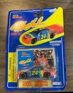 JEFF GORDON 1995 DUPONT #24 1/64 RACING CHAMPIONS DIECAST CAR SIGNATURE SERIES