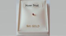 NUEVO 9ct Oro y Rojo Cristal Engaste 2mm Forma-L Redondo Pendiente nariz -