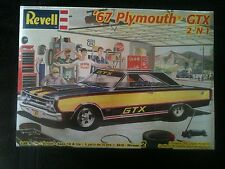 (#56) 1967 PLYMOUTH GTX 2 'N 1 REVELL 1:25 SCALE KIT