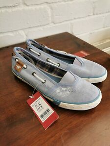 Mustang canvas Shoes size 4