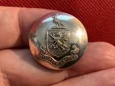 UNKNOWN FAMILY COAT OF ARMS LION/SWORDS 25.8mm S/P LIVERY BUTTON PLATT ca 1880s