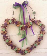 Boutons en Bois Hanging Heart. Papillon Fleur Patchwork Sage & Purple Handmade.