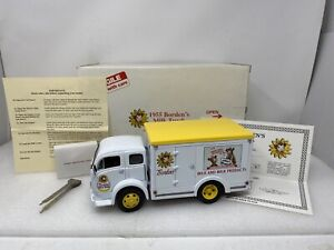 1/24 Danbury Mint 1955 White 3014WLB Borden's Milk Delivery Truck Beauty