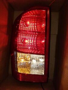 2007 2008 HYUNDAI ENTOURAGE DRIVER LEFT TAIL LIGHT LAMP 07 08 OEM