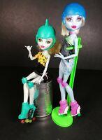 Monster High Abbey Bominable Lagoona Blue Doll Skulltimate Roller Maze Skates