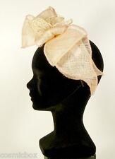 Chapeau de cérémonie femme serre tête TOUT en TETE beige rose papillon mariage