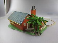 Faller HO: Haus m. kl. Terrasse  H7,7cm ,B14,5cm,T9cm, beleuchtet (Karton10)