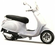 Vespa Primavera 150 White, Maisto Roller Model 1:12