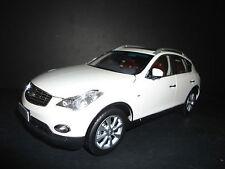 Paudi Infiniti EX25 2012 Bianco 1/18 di Qualità Modello