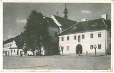 Ansichtskarte Protivin / Protiwin - Kostel - Kirche mit Passanten - schwarz/weiß