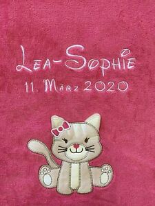 Babydecke bestickt mit Name und Datum himbeere mit Katze Kuscheldecke Bettdecke