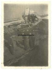 Orig. Foto Soldaten am Nachrichten Radar Gerät m. Tarn Camo in Flak Stellung
