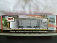 Atlas Ready - To - Run Rolling Stock PS-2 2 Bay Covered Hopper Car