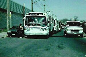 ORIGINAL KODACHROME SLIDE NYC BUS GM FISHBOWL #6910 GUN HILL DEPOT APRIL 1, 2000