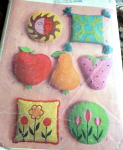 GREAT VTG 1960s APPLIQUE PILLOWS SEWING PATTERN
