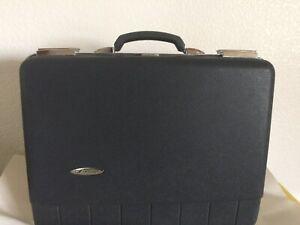 Briefcase Vintage Sears Forecast Gray-Black inside great condition No Keys