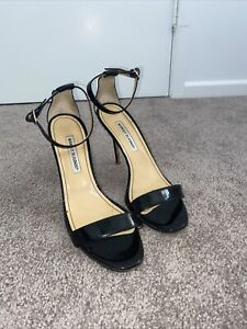 Manolo Blahnik Chaos Patent Leather Heels Pre Owned Scratched Base.