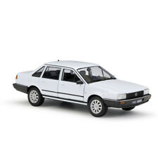 1:24 White Volkswagen SANTANA Diecast AlloyModel By WELLY With Case For Kids Toy