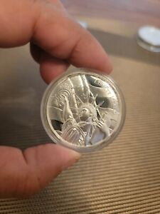 AMERICAN LANDMARKS STATUE OF LIBERTY ULTRA HIGH RELIEF 2 OZ .999 SILVER ROUND BU