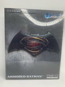 Mezco Toyz One:12 Armored Batman SDCC 2016 Exclusive Figure Batman V Superman