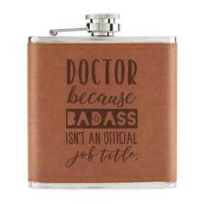 Doctor Badass Isn'T eine Offiziell Arbeit Titel 170ml Pu-Leder Flachmann Tan -