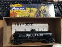 Vintage Athearn - Car in Box - Very Nice - 1572 Phillips 66 single dome tank car