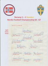 La Norvège équipe internationale 1964 RARE ORIGINAL signé Book Page 14 x autographes