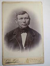 Altena i. W. - Mann im Anzug - Portrait / KAB