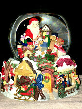 CHRISTMAS WATER GLOBE Musical HERE COMES SANTA CLAUS Kirkland Signature MOTION