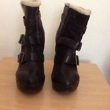 fantastic ladies New look brown and sheep skin effect ankle boot, size 7