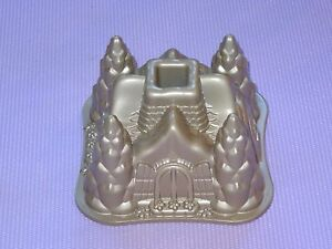 NORDIC WARE HOLIDAY CHRISTMAS FAIRYTALE COTTAGE PAN BUNDT PAN * CLEAN  * USA
