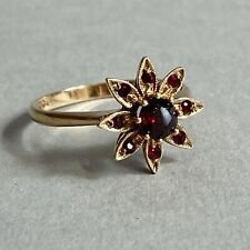 Vintage 9ct Gold Garnet Daisy Ring Size R