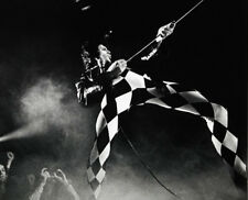 Freddie Mercury UNSIGNED photograph - L3018 - On stage - NEW IMAGE!!!