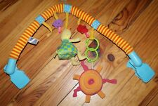 Taf Toys Jouet pour Poussette d'Enfant Mobile pour Bébés Arc et Touch